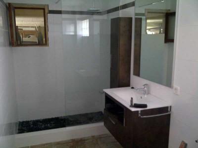 . Interiores (baños, salones, cocinas)